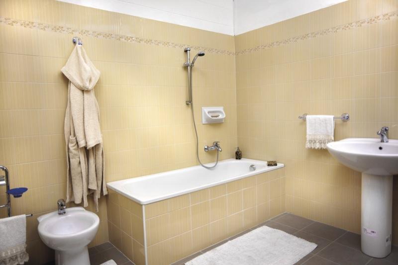 Sovrapposizione vasca da bagno sistema testato da oltre - Rinnovare la vasca da bagno ...